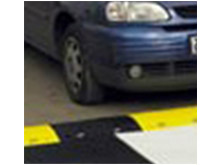 It is important that approaching drivers clearly see the speed ramp day and night and in all weathers.